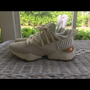 Woman's Puma Sneakers